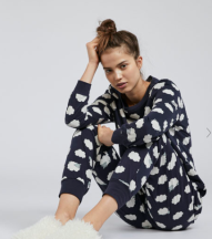 OYSHO - https://www.oysho.com/fr/pyjamas/ensemble-pyjamas/pack-pyjama-imprim%C3%A9-moutons-c1010192613p101143503.html?typeCategory=0